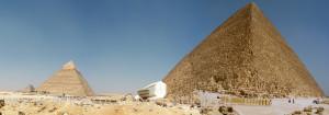 Panorama Piramidi con museo Barca Solare